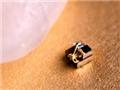 世界最小电脑和一粒米放在一起:画面叫绝