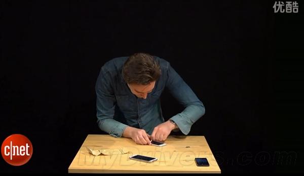 暴力测试谁会赢?Galaxy S4比拼iPhone 5