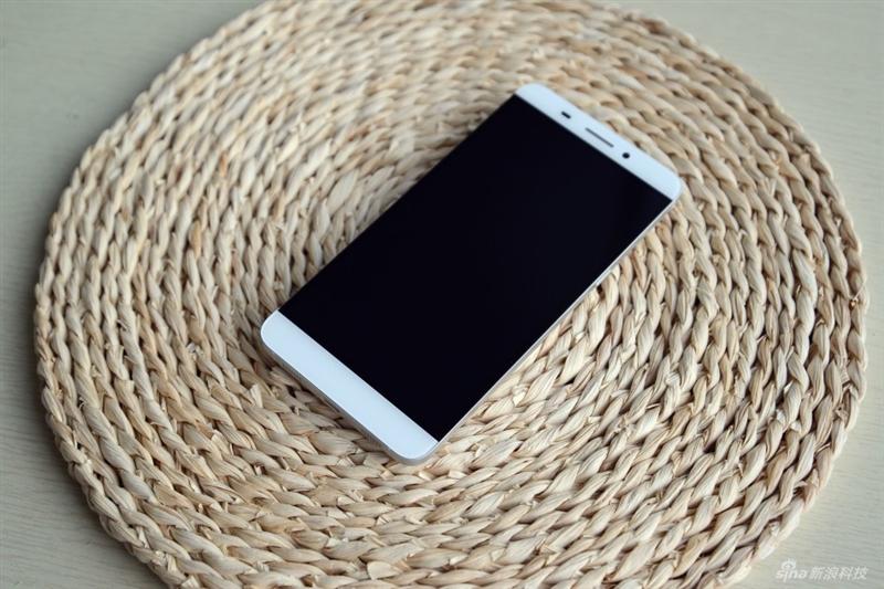 """乐视超级手机1评测:1499元""""无边框""""帅呆了!的照片 - 1"""
