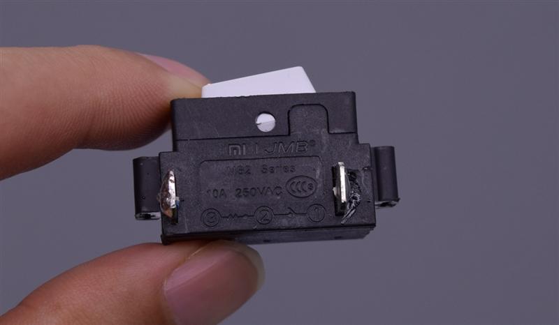 细节见真章:小米插线板真假对比
