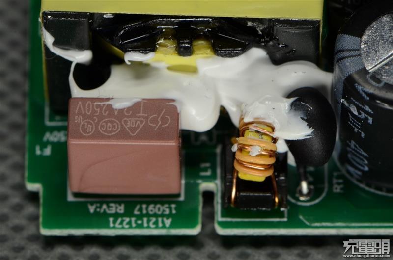快得有点狠!小米5 QC3.0充电器拆解、实测