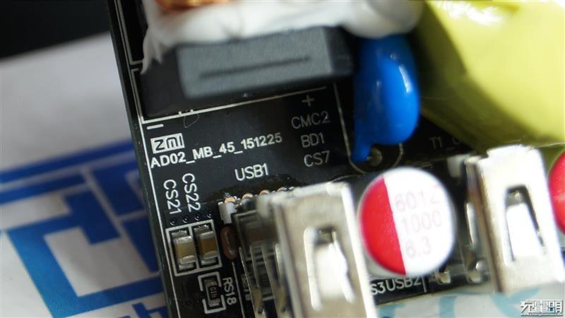 小米四口usb充电器拆解