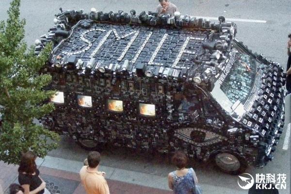 美国摄影师将800台相机粘在车上:碰瓷党都跪了
