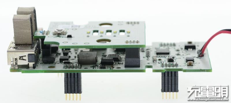 指示灯/开关电路板,指示灯之间的开孔对应塑胶框架