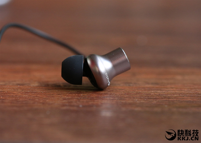 三单元发声史无前例 小米圈铁耳机Pro评测