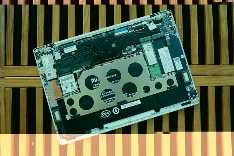 4699元 小米笔记本Air 4G开箱拆解!