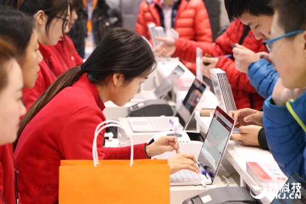 红米Note 4X初音未来小米之家开卖:米粉一大早排队