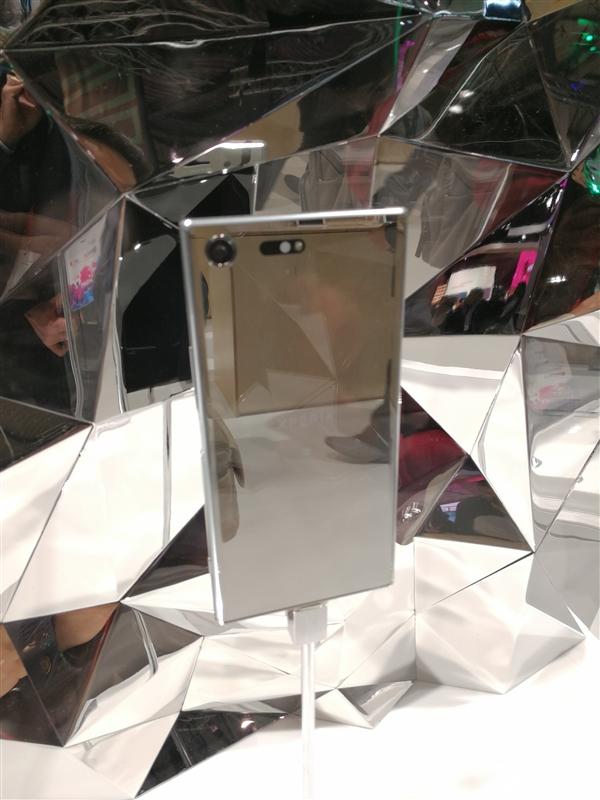 工业设计教科书!索尼新旗舰XZ Premium真机图赏:镜面美如画