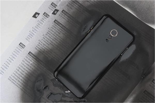 逼格立显:大神拆手机后壳将土豪金喷成黑色