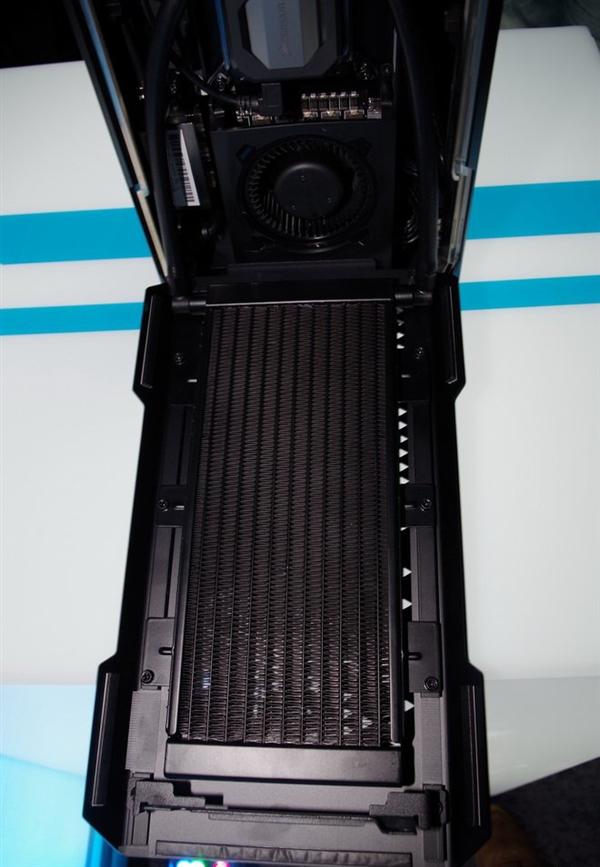 海盗船发布首款PC整机Corsair One:第七代i7+GTX 1080+全水冷