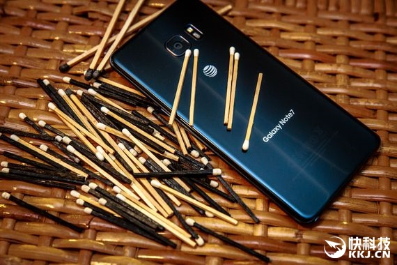 S8发布前 新加坡三星体验店失火:原因不明