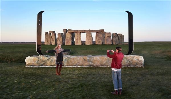 3.6米的三星S8巨型雕塑刷爆英国地标:画面震撼