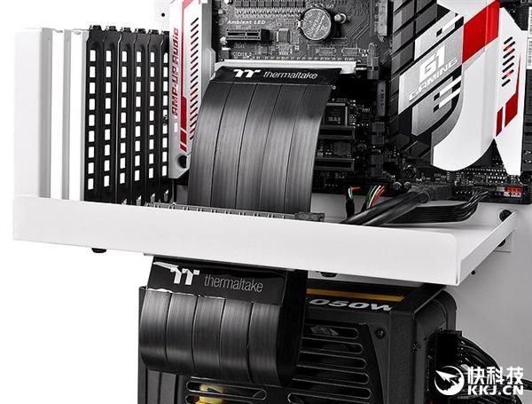 显卡PCIe x16延长扩展槽问世:从此平行主板无需直插