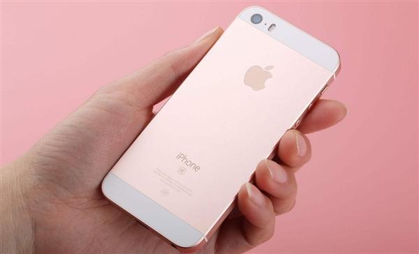 男子捡iPhone SE拒不归还 让失主女友陪睡发裸照