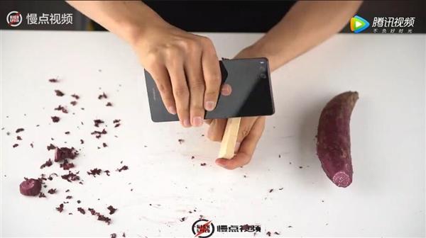 老罗气炸:坚果Pro被人用磨砂机磨圆了