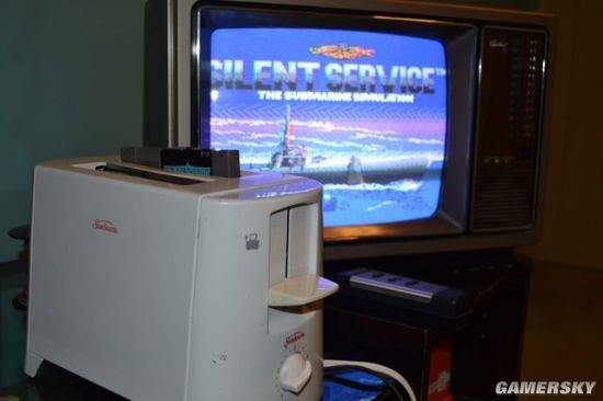 动手达人把面包机改装成NES 还加了炫酷的LED夜灯