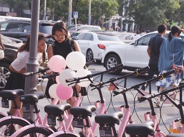"""""""女神版""""粉色单车亮相:和小黄车酷似""""姐妹花"""""""