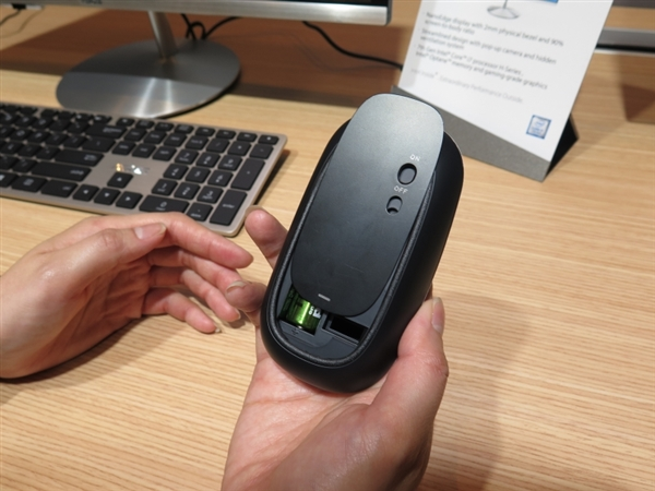 华硕一体机ZN242惊艳发布:屏占比90% 配Intel傲腾!