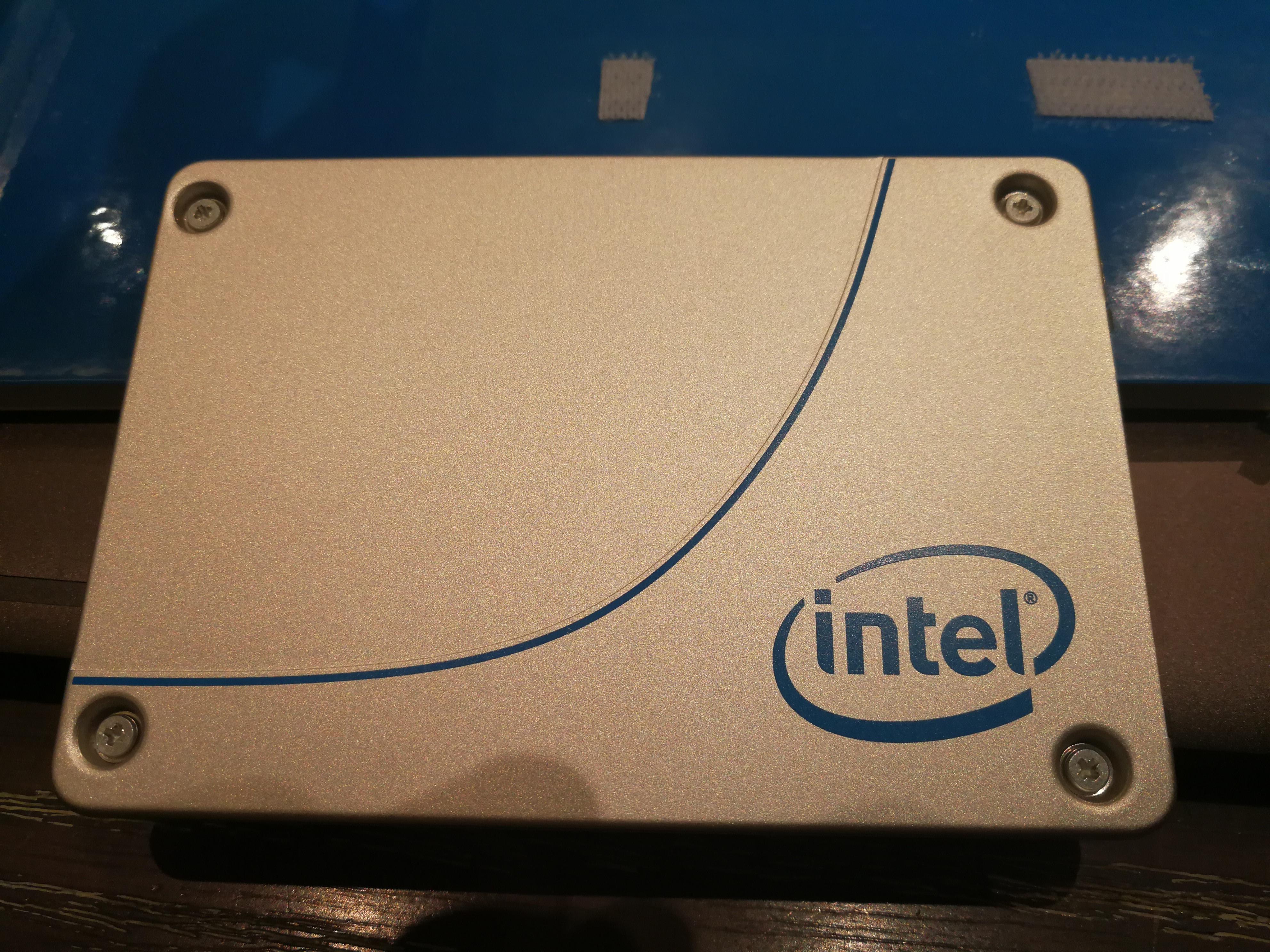 3200MB/s!Intel发布第二代3D TLC数据中心超薄P4501固态硬盘