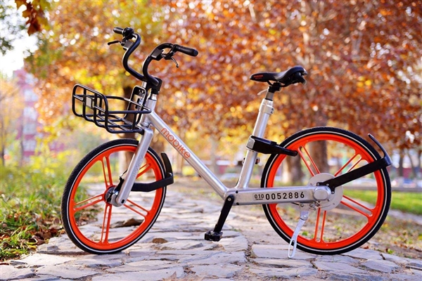 把共享单车锁私家车轮上敲诈的人抓到了-共享