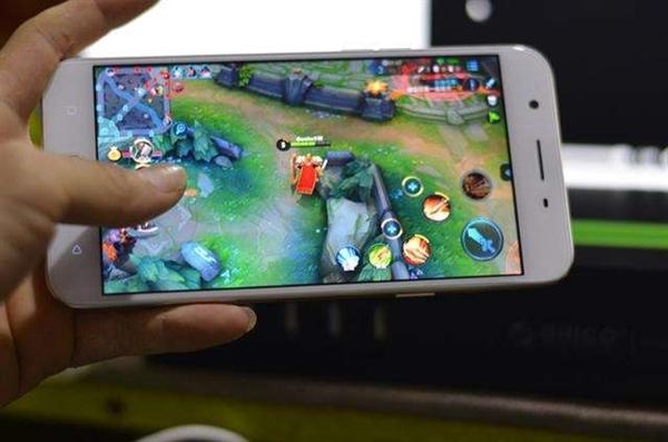 10岁男孩玩《王者荣耀》月花5.8万 怕妈妈发现删银行短信