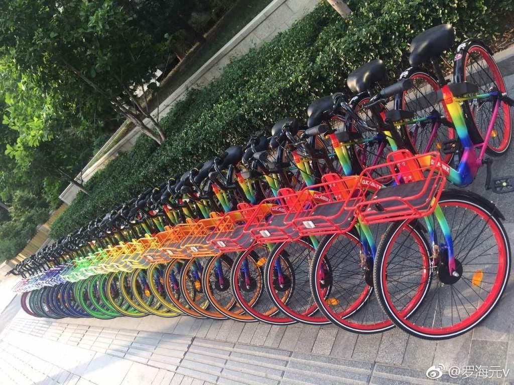 新闻中心 爱车一族 自行车  值得一提的是, 七彩单车的车轮侧面自带一