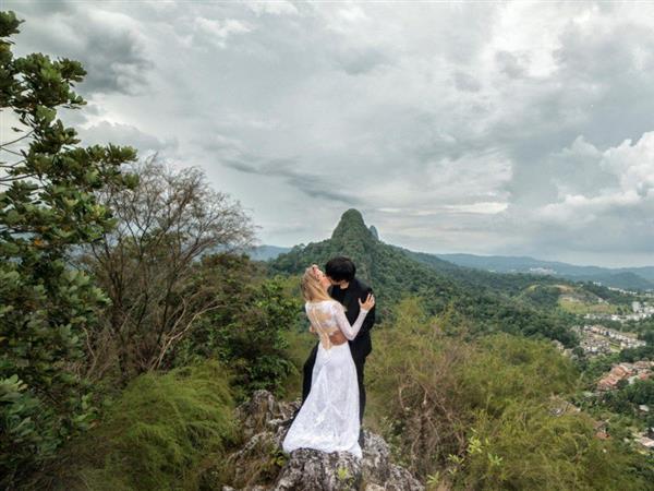 两人走遍11个国家拍摄婚纱照 花费仅1100美元