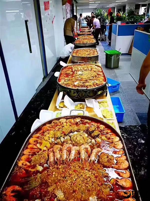 京东员工奋战618的饕餮盛宴:成盆龙虾随便吃