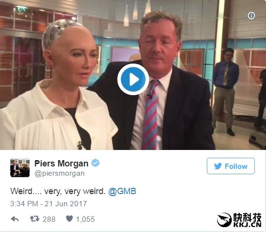 仿真机器人美女做客直播间 观众:突然感觉很害怕