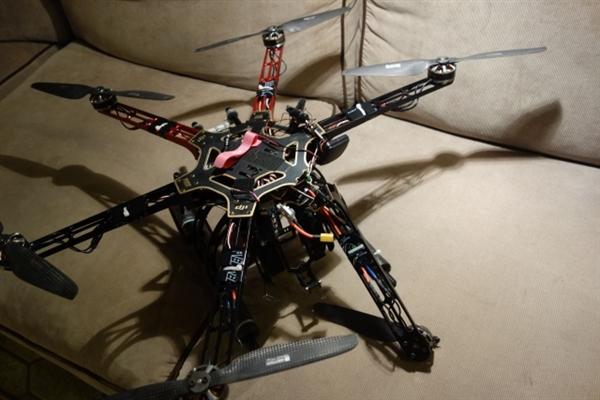 重犯从美国高级别监狱逃出:竟借助一架无人机