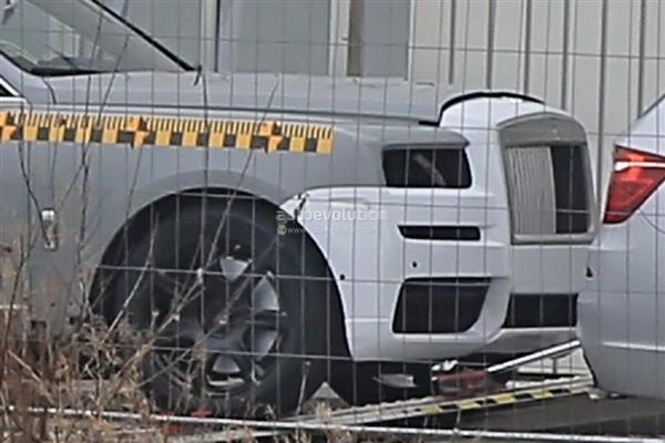 经典对开门 劳斯莱斯首款SUV现身:壕气