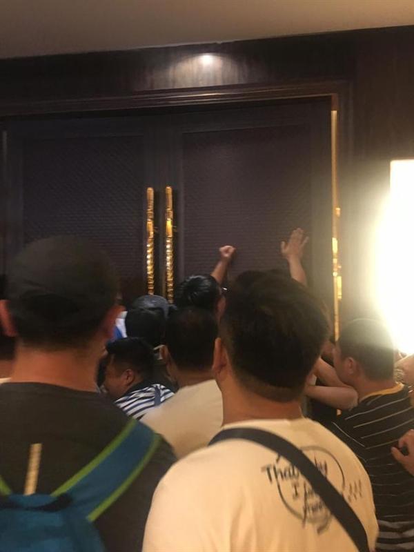 乐视股东大会门被债主堵死 回应:贾跃亭还在海外融资