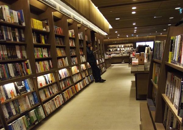 全球首家共享书店亮相 图书馆表示一脸懵