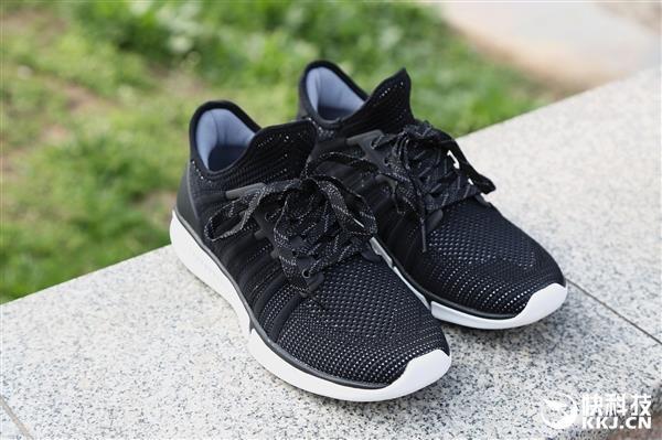 米家运动鞋智能版首次降价:229元到手