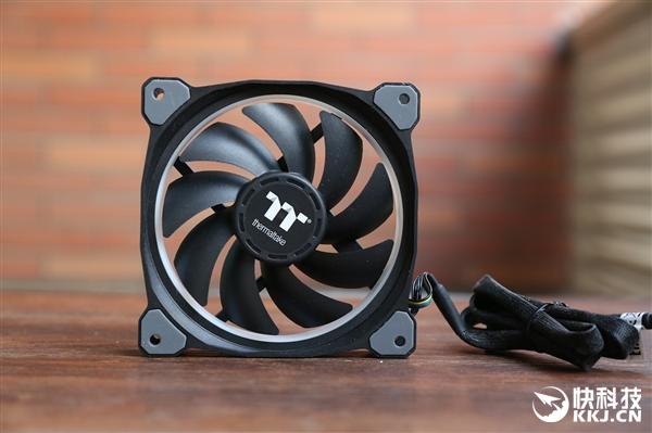 镇压AMD 180W 16核心!曜越顶级1680万色水冷图赏