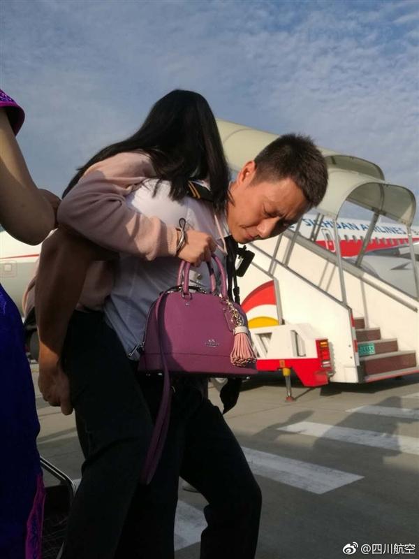 地震後女子連夜飛回九寨溝:航班唯一乘客