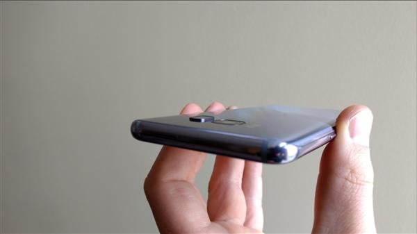 老外改造三星S8指纹模块:完美解决误触镜头问题