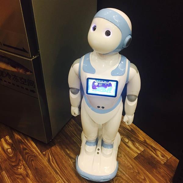 苏宁818发烧梦想家之夜  网红直播圈粉的却是机器人