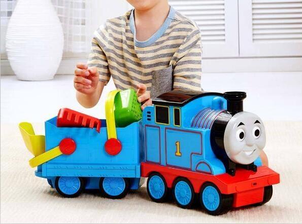 据悉,这款小火车玩具由青岛启程儿童机器人有限公司打造,适合18月以上儿童玩耍。 整个火车套装为ABS+PP+TPE材质,环保安全,能够实现奇趣冲水轮、烟囱下巴吐沙等奇趣玩法,还有3种铲沙用的小铲子。 小火车可手动推进惯性行驶,可连接车厢,承担运输任务。 众筹价199元,众筹地址:点此。