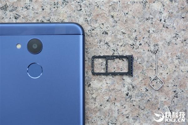 荣耀V9 play蓝色版首发开箱:完美镜面金属质感
