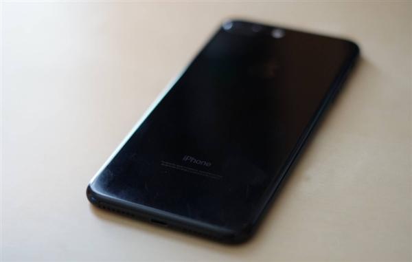iPhone 7 Plus亮黑色裸机使用一年:画面简直抓狂