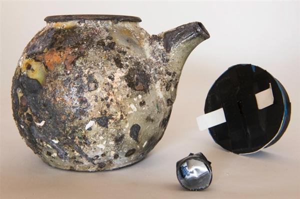 用茶壶做针孔相机 他拍出了这些满目疮痍的画面