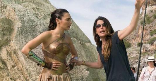 被卡梅隆炮轰性物化 女导演怒反击:《神奇女侠2》来了