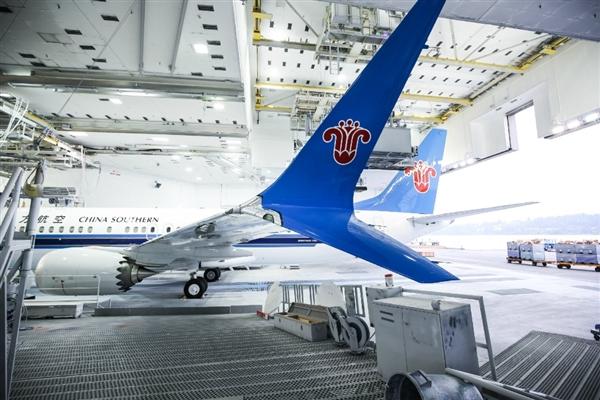 > c919劲敌 南航首架波音737 max 8亮相  其中,737 max 8总长度39.