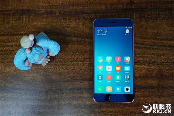 2999元!小米Note 3顶配亮蓝版开箱图赏:小米6放大版
