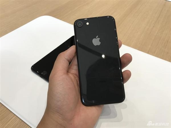 亮黑最有爱!iPhone 8/8 Plus真机图赏