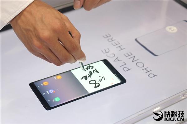 爱它还是iPhone X?三星Note 8国行真机上手:全面屏诱人