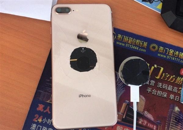 用力过猛 iPhone 8 Plus全球首碎!这画面看醉
