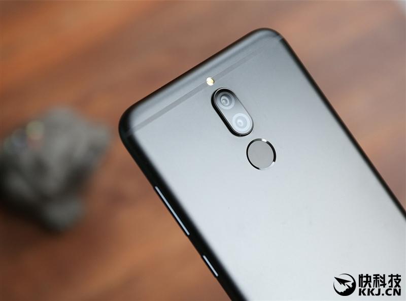 HUAWEI 麦芒6首发评测:华为第一款全面屏+4镜头手机