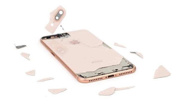 切记带套!iPhone 8 Plus后壳摔碎:修理费高达3288元